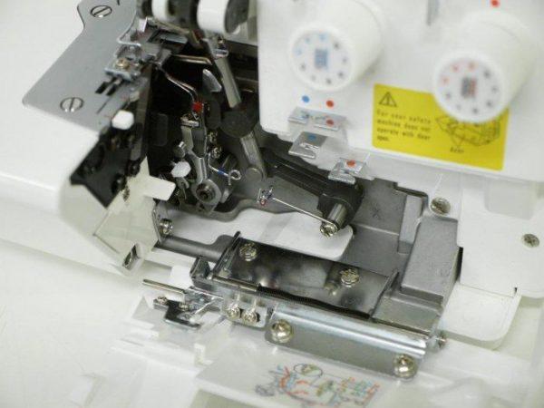 Taglia e cuci Juki MO 654DE